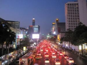 バンコクの中心街、ここで木下さんは働いています。